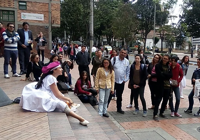 auf Reisen: Performance der Strasze Bogotás oder sin tetas no hay paraíso